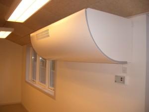 Modulhuset er ventileret med et decentralt ventilationsanlæg med vandbårne varmeflader, der hæver temperaturen på indblæsningsluften.